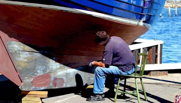 Mann und Schiff - Hafen Ärö