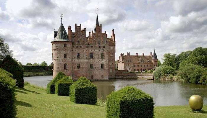 Schloss Egeskov auf Insel Fünen in Dänemark