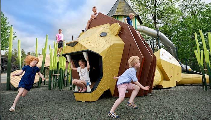 Spielen in Odense Zoo auf der Insel Fünen